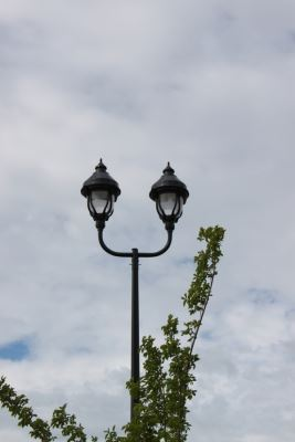 Double lamp posts
